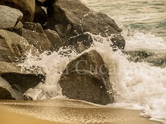 Rocks against water (David Cucaln) Tags: barcelona sea beach water agua rocks playa olympus splash rocas 2014 e510 salpicaduras cucalon 1442mm davidcucaln