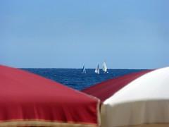 V (fotomie2009) Tags: spotorno liguria italy italia sea mare ombrelloni parasol vele stabilimento balneare copacabana barche vela sailing boats rosso blu blue azzurro water triangoli