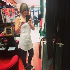 Feliz fin de semana para todos amigos. Jeans+blanco+converse. Odisea te! (Odysea Te!) Tags: square squareformat unknown iphoneography instagramapp uploaded:by=instagram
