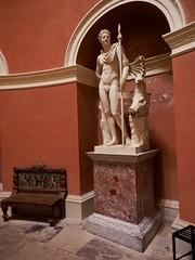 PA312173 (simonrwilkinson) Tags: stourhead stourton warminster wiltshire nationaltrust nt pantheon classical sculpture