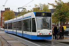 2071, Surinameplein, Amsterdam, October 17th 2015 (Southsea_Matt) Tags: surinameplein amsterdam holland thenetherlands october 2016 autumn canon 60d 1855mm tram lightrail gvb siemens comnbino 2071 route17