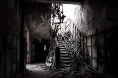 Ectoplasma (¡¡Bang!!) Tags: abandonado abandoned sanatorio ruinas escalera destruido destroyed stairs ghost fantasmal paranormal terror miedo fear