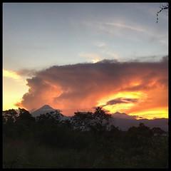 Atardecer y volcanes de Agua, Fuego y Acatenango #sunset #atardecer #volcanoes #volcano #guatemala #quechileroguate #guategram
