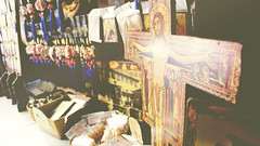 (amoongirlcat) Tags: greece crete heraklion religiousartstreetshop yellowish canonphotography canonfrance canoneos canon100d martyr icone crucifixion religiousart