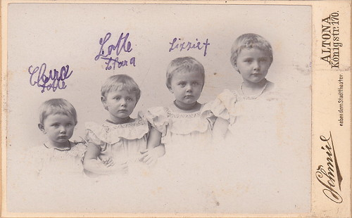 Clara, Lotte, Lizzie✝ [ie. deceased], and unnamed elder sister by Schmúl (c.1905)
