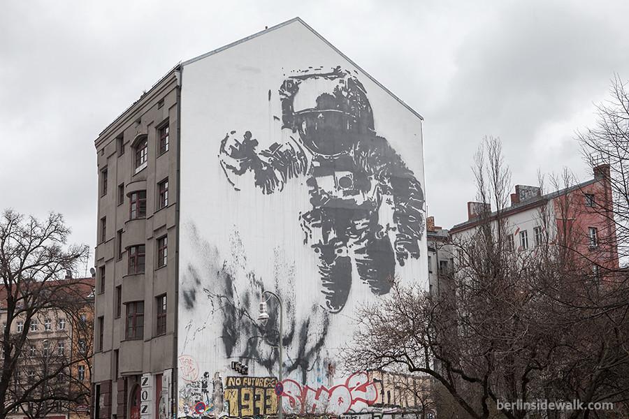 Berlin Street Art – Xberg Astronaut – BERLIN SIDEWALK