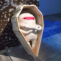 Grand Maestre (Doma Collective) Tags: berlin art giant toy big arte contemporary grand installation grupo mueco mummy mestre pictoplasma gordo collective juguete momia doma contemporneo instalacin