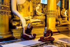 travel modern photography gold sitting technology buddha... (Photo: 克里斯多福 [Kristoffer] on Flickr)