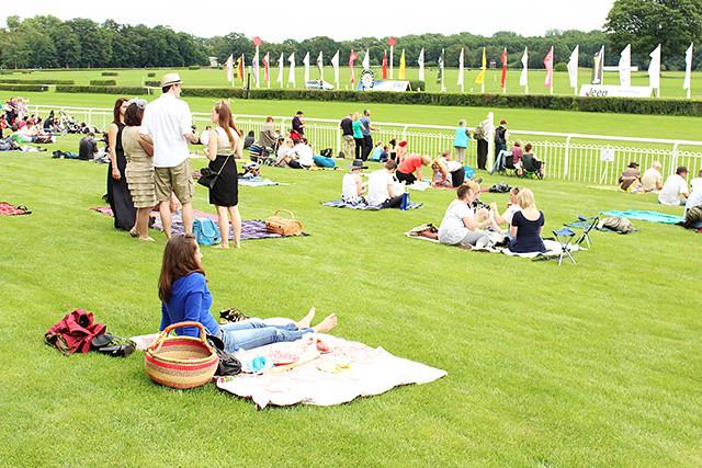 Horse Balloons and Fancy Hats – A Sunday at Hoppegarten