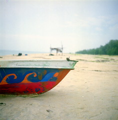 + (alemershad™) Tags: classic 120 6x6 tlr film beach analog mediumformat iso100 boat fisherman fuji village bokeh 120format fujireala squareformat malaysia fujifilm mf analogue manual negativescan sq milf e6 yashica perahu reala pantai terengganu 120mm sampan twinlensreflex 80mm yashicamat124g filem kualaterengganu nelayan yashinon ilovefilm fishermanvillage ganu alem analoguephotography terengganumalaysia twinlensereflex bokehlicious freshfilm terengganudaruliman telukketapang ƒ35 terengganuindah ishootfujifilm yashinon80mm vescan alemershad 120my canoscan9000f canonscan9000f analoguebokeh