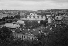 Moldaubrcken, Prag (2014) (julian24x36) Tags: bw film 35mm republic czech prague kodak prag praha xp2 ilford vltava xenon schneider retina moldau
