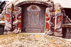 PICT0003 (klews39) Tags: grave vietnam heavenandearth phubai birdonturtle