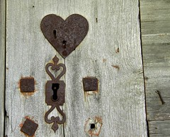 De travers (askew) (Larch) Tags: door wood france heart lock coeur porte tradition 74 bois serrure sixt hautesavoie mazot sixtferàcheval