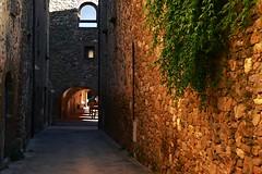 monells 8 (Larretxipi) Tags: monells soportales catalunya girona viejas piedras