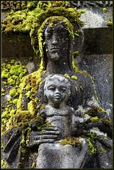 mater (mhobl) Tags: denkmal friedhof münchen skulptur mutter kind madonna