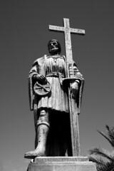 Belmonte    (Antnio Jos Rocha) Tags: portugal belmonte pedrolvarescabral navegador portugus descobertas 1500 sculoxv brasil mono monocromtica bw pretoebranco esttua escultura espada cruz astrolbio bronze