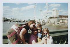 509-16 (MEDIVIERTO) Tags: london westminsterbridge londoneye southbank hexar portra400 leicasummilux35mmf14