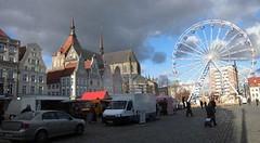 ... dem Rostocker Neuen Markt wie auch das Riesenrad aufgebaut. Wird die Weihnachtsgeschichte nun in den Spätherbst verlegt ...? (migra e.V. Rostock) Tags: rostock weihnachtsmarkt neuermarkt riesenrad