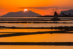 Marsala (Philippe POUVREAU) Tags: 2016 italie sicile sicily sunset windmill moulin soleil saltpans trapani ciel sky sel maraissalant marsala landscape water moulinàvent sun