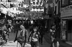 """NEPAL, Kathmandu - unterwegs in der Altstadt, 15019/7649 (roba66) Tags: altstadt reisen travel explore voyages urlaub visit roba66 nepal asien südasien asia city stadt capitol kathmandu building architektur architecture arquitetura kulturdenkmal monument haus house häuser bau fassade façade platz places historie history historic historical geschichte urban menschen leute capital cityscape """"street capture"""" strasenszene aufdenstrasen blackwhite bw sw branco negro blackandwhite blancoenero blancoynegro monochrome byn bretoebranco einfarbig schwarzweis"""