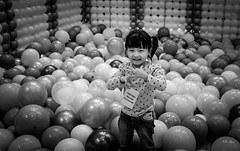 untitled (1 of 4) (Gloomis10) Tags: streetphotography potd travel ipoh street photo mobilephotography richardshootstreet portraits streetphoto streetphotographer candid hat kids sweet cute ballon
