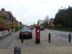 HP18 203 - Waddesdon PO, High Street 140411 location (maljoe) Tags: postbox royalmail eiir hp18