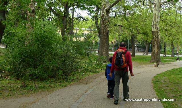 Dando la primera vuelta por el parque de Varosliget