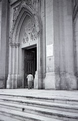 (arkkasal) Tags: woman church argentina rollei analog 35mm mercedes mujer kodak mulher trix prayer pray iglesia igreja numerique rezo seora rezar 35s analogico