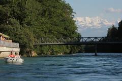 Blüemlisalp mit Schlauchboot Sevylor Supercaravelle XR86GTX ( Super - Caravelle - Gummiboot )  unterwegs auf der Aare ( Fluss - River ) zwischen der S.chützenfahrbrügg bei M.ünsingen und dem C.ampagna bei der H.unzigebrügg im Kanton Bern in der Schweiz (chrchr_75) Tags: chriguhurnibluemailch christoph hurni schweiz suisse switzerland svizzera suissa swiss kantonbern chrchr chrchr75 chrigu chriguhurni 1407 juli 2014 hurni140718 albumaare aare fluss river aar arole fiume rivière río reka joki 川 schlauchboot gummiboot gummiboote schlauchboote boot jolle dinghy boat jolla canot ディンギー sloep bote albumschlauchbootegummibooteunterwegsinderschweiz juli2014 albumblüemlisalp blüemlisalp blüemlisalpberg alpen alps berg mountain berner oberland taggs