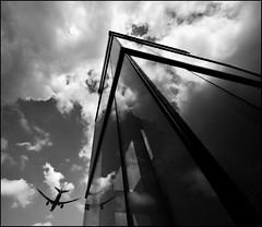 F_DSC3922-BW-Nikon D800E-Nikkor 14mm F2-May Lee 廖藹淳 (May-margy) Tags: city bw reflection glass airplane taiwan taipei 台灣 黑白 台北市 玻璃 飛機 中華民國 repofchina 鏡映 maymargy nikond800e maylee廖藹淳 nikkor14mmf2 fdsc3922bw