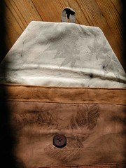 housse tablette brun detail