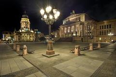 Gendarmenmarkt (PanoramaRundblick) Tags: berlin architektur hdr gebaeude strassenlaternen nachtaufnahme geschichte historisch gendarmenmarkt deutscherdom konzerthaus schillerbrunnen