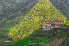 Y3935.0814.San Sả Hồ.Sapa.Lào Cai. (hoanglongphoto) Tags: sunlight house mountain color canon landscape northwest vietnam sapa nhà mountainlandscape colorimage northvietnam phongcảnh núi màu làocai nắng mountainouslandscape vietnamlandscape tâybắc phongcảnhviệtnam sapalandscape canonzoomlensef70200mm128lisiiusm canoneos1dx ảnhmàu phongcảnhsapa vietnammountainouslandscape phongcảnhvùngnúi phongcảnhvùngnúiviệtnam