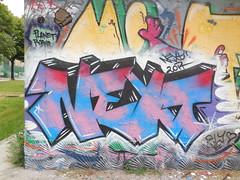 DSCN8703 (en-ri) Tags: muro wall writing torino graffiti rosa next nero throwup zor