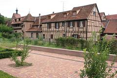 Maison  colombages dans le village de Riquewihr (Alsace, Haut-Rhin, France) (bobroy20) Tags: alsace riquewihr hautrhin colombages hunawihr colmar ribeauvill vignoble