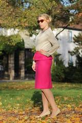 IMG_4081 (AndyMc87) Tags: autumn fashion blond skirt heels rsselsheim canon bokeh tamron 550d eos sunglass warmbier fashionhero