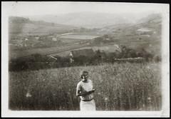 """Archiv Chr014 """"Blick nach Kuhlendahl 1925"""" (Hans-Michael Tappen) Tags: archivhansmichaeltappen landschaft sommer frau mdchen feld felder landscape 1920er 1920s 1925 schmalenhof kuhlendahl velbert neviges scenery"""