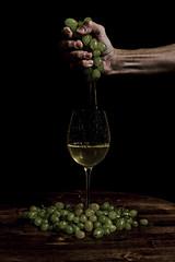 Dio non aveva fatto che lacqua, ma luomo ha fatto il vino! (Luca Maresca) Tags: vino uva vendemmia mano merisi chiaroscuro caravaggio spremere boccale calice botte laviteeilvino grapes wine canon eos400d