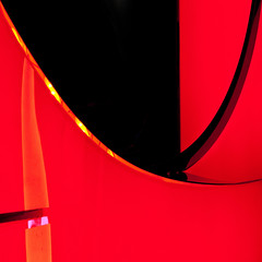 sixtstract (jotka*26) Tags: jotka26 berlin table upsidedown abstract red black curves sixt germany colours reflections