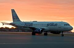 Bluemanity (jp.marottta) Tags: jetblue b6 jbu bluemanity nikond90 sunrise sun a320 n598jb kbos boston bos airbus speciallivery travel tourism vacation