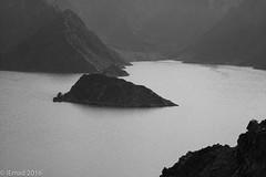No man is an Island... (EHA73) Tags: aposummicronm1290asph leica leicamm typ246 blackandwhite bw hatta hattadam lake mountain dubai uae nature