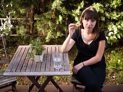 Biscuit (Dahrth) Tags: gf1 gf120 panasoniclumixgf1 lumixmicroquatretiers lumixμ43 micro43 microfourthirds raw biscuit jeunefemme youngwoman femme terrasse terrace garden jardin verdure plantes greenness