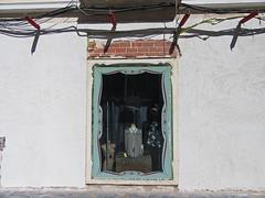 beheaded (maximorgana) Tags: cartagena streetsofcartagena callehonda mannequin beheaded headless wire faã§ade