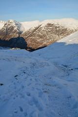 DSC_6374 (nic0704) Tags: scotland hiking walking climbing summit highlands outdoor landscape hill mountain foothill peak mountainside cairn munro mountains glencoe glen coe buachaille etive mor beag stob dubh raineach loch snow ice winter ridge