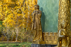 let's talk about yellow (zoomseb) Tags: autum herbst bunte blätter leaves color yellow sunny park potsdam sansoucci golden figures chinese house talking unterhaltung über gelb