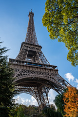 Eiffel Tower in Autumn Colors (Morten Kirk) Tags: mortenkirk morten kirk tour eiffel tower paris autumn fall france efterår frankrig europe europa 2016 travel holiday vacation sony a7rii a7r ii sonya7rii ilce7rm2 zeiss batis 25mm f2 225 distagon batis225 batis25mmf2 zeissbatis225