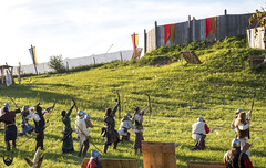 Tirez! (Lithoglyphe) Tags: medieval medievales middleage fight chevalry chevaliers archers attaque