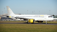 EC-JGM Luton 28-11-16 (IanL2) Tags: luton airport aircraft airliners airbus a320 vueling ecjgm