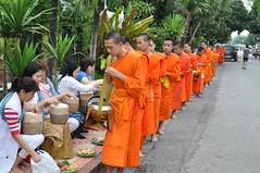 One last batch to go (oldandsolo) Tags: southeastasia earlymorning buddhism tourists lp laos luangprabang buddhistmonk laopdr makingmerit unescoworldheritagecity buddhistreligion takbat buddhistfaith morningalmsgivingritualluangprabang morningalmsgivinginluangprabang