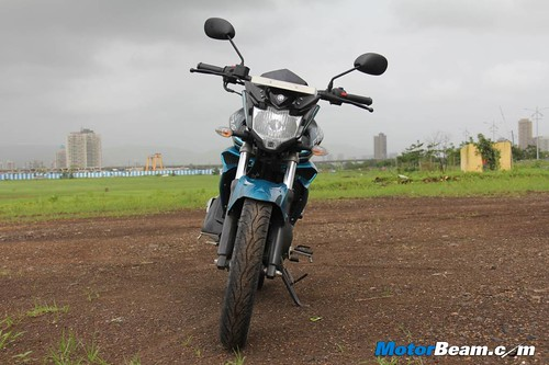 2014-Yamaha-FZ-V2-18